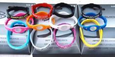 https://r3fin3.files.wordpress.com/2011/01/gelang_power_balance.jpg?w=300